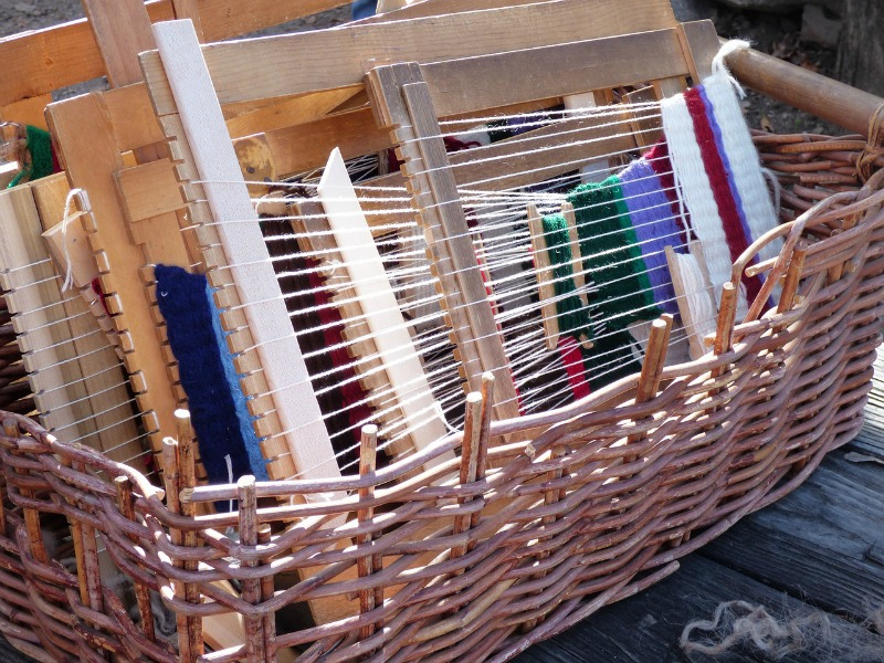 Weaving wool - a basket with weaving projects